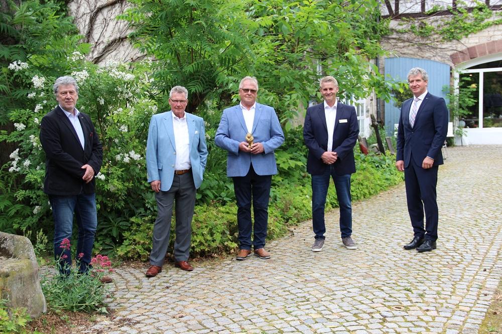 Vorstand des Lions Club Bad Gandersheim-Seesen (v.l.n.r.) Rolf Willke, Sekretär, Dietmar Kelm, Clubmaster, Dr. Hans-Joachim Voß, neuer Präsident des Lion Clubs, Andreas Humbert, scheidender Präsident, Dieter Brinkmann, Past Präsident.